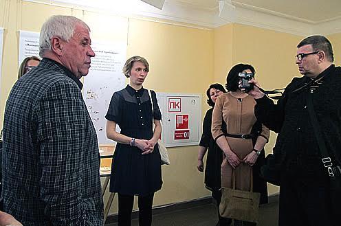 В центре – автор выставки, петербургский дизайнер Анастасия Дубровская