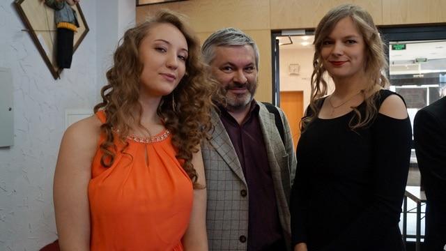 Андрей Дежонов и юные актрисы