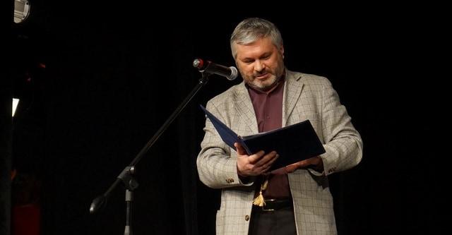 Андрей Дежонов, зачитав поздравление от режиссеров - участников фестиваля в Литве, сказал, что они готовы приехать на фестиваль в Петрозаводске - за свой счет!
