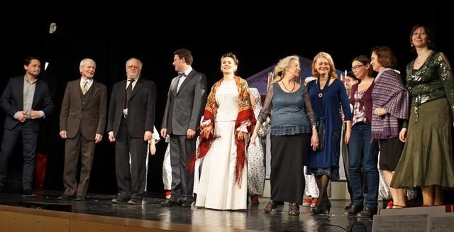 На сцену в конце церемонии пригласили членов жюри