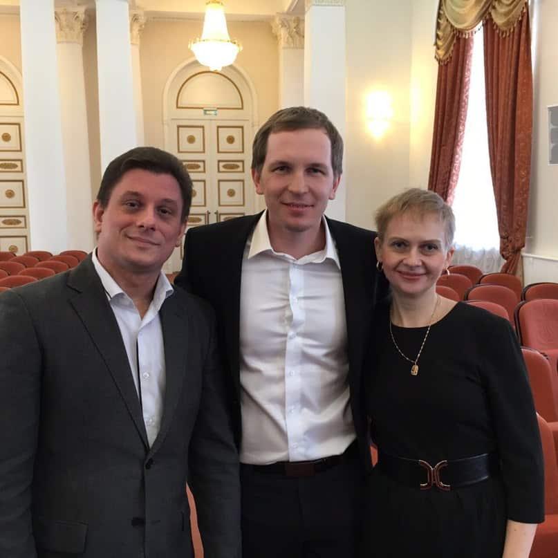 Ирина Соболева, Алексей Доронин (в центре) и Дмитрий Гущин, создатель сайта решуегэ.рф