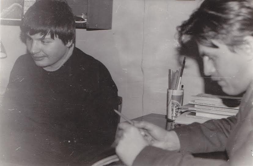 Олег Гальченко (слева) и Олег Мошников на веденеевском литобъединении. Начало 90-х