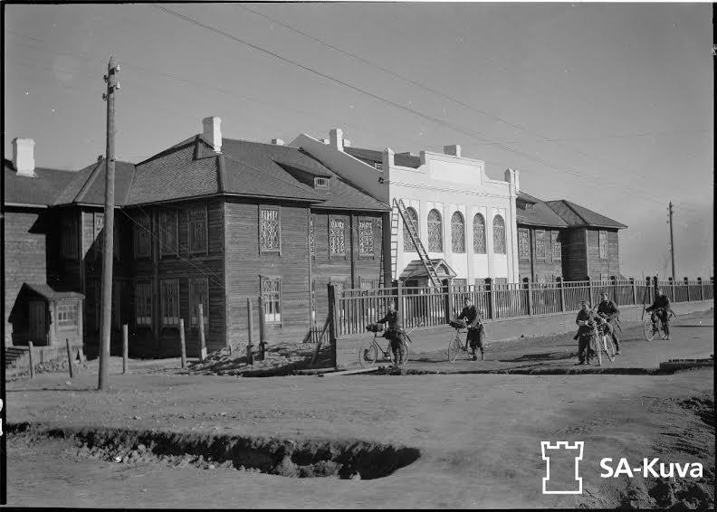 Типовой проект школы для поселков железной дороги. Шоссе 1 Мая. С фотографии 1942 года