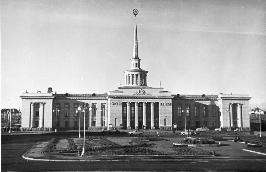 Железнодорожный вокзал в конце 1950-х гг.
