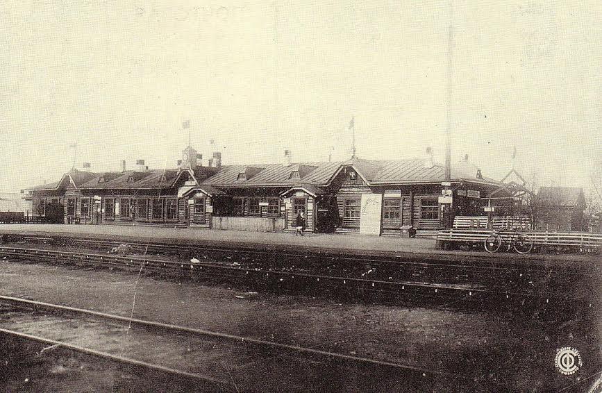Вокзал станции Петрозаводск до реконструкции. С открытки 1930-х гг.
