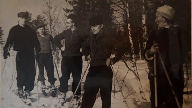 На снимке 10 марта 1946 года вместе с Зинаидой на прогулке – Константин Буторов, Суло Юнтунен, племянник Гавриила Борис Анкудинов и Георгий Стронк