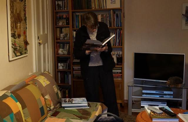 Ирина Иванова, дочь легендарных супругов, показывает дорогие сердцу книги