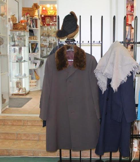 Пальто, предоставленные Национальным театром Карелии