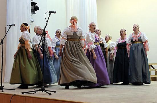 На сцене Поморский народный хор