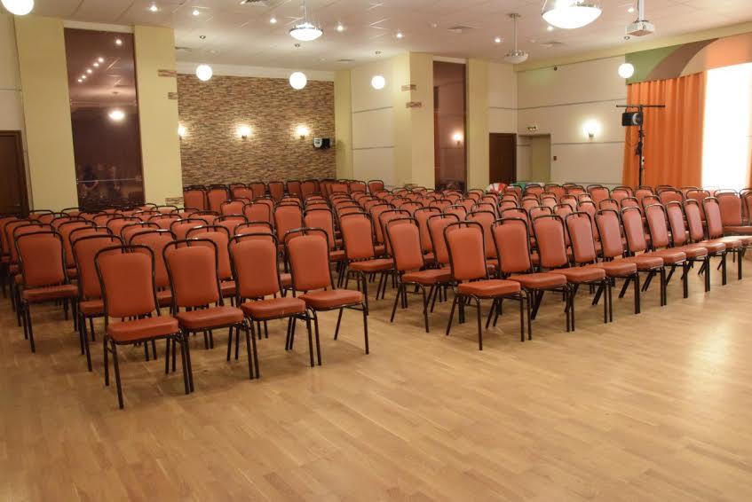 В актовом зале школы