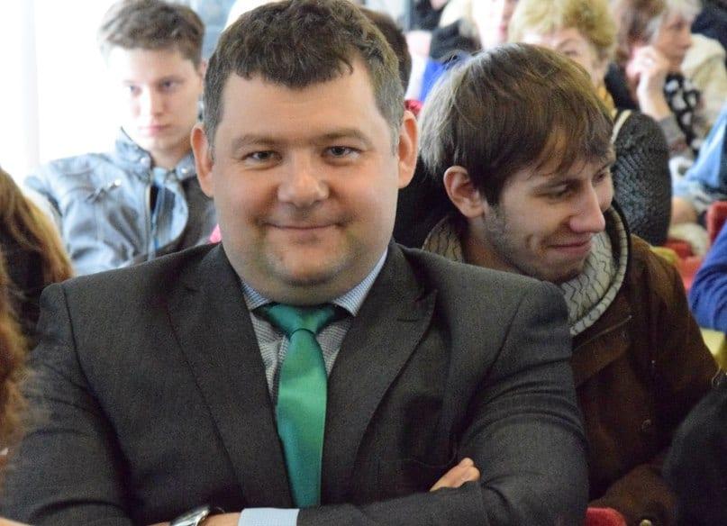 """Господин Гаврюшев, руководитель компании """"Баренц-групп"""", ликует. Фото Марии Голубевой"""