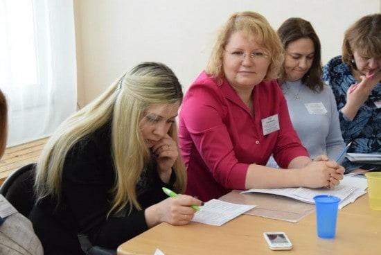 Татьяна Рогозина (вторая слева)