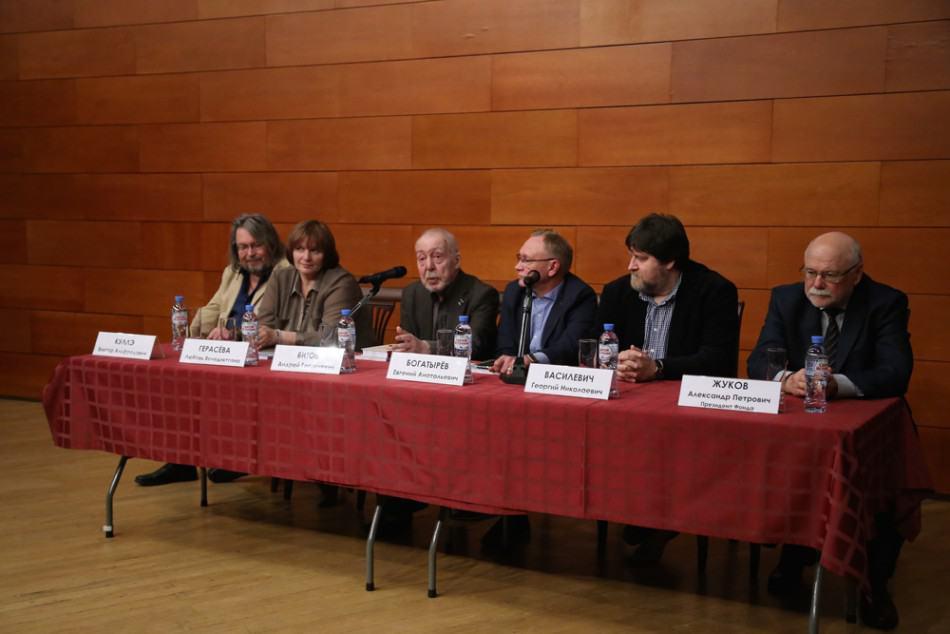 На пресс-конференции. Фото: Аркадий Колыбалов/РГ