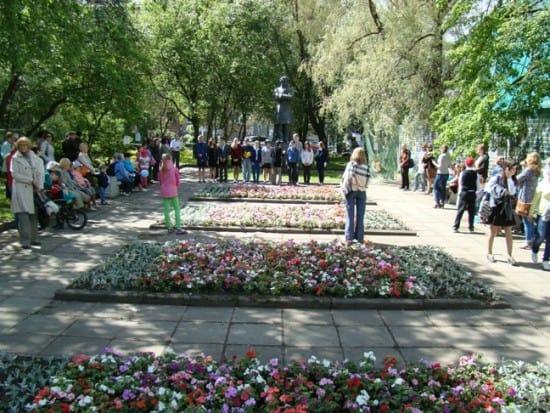 Памятник Пушкину у Национальной библиотеки РК