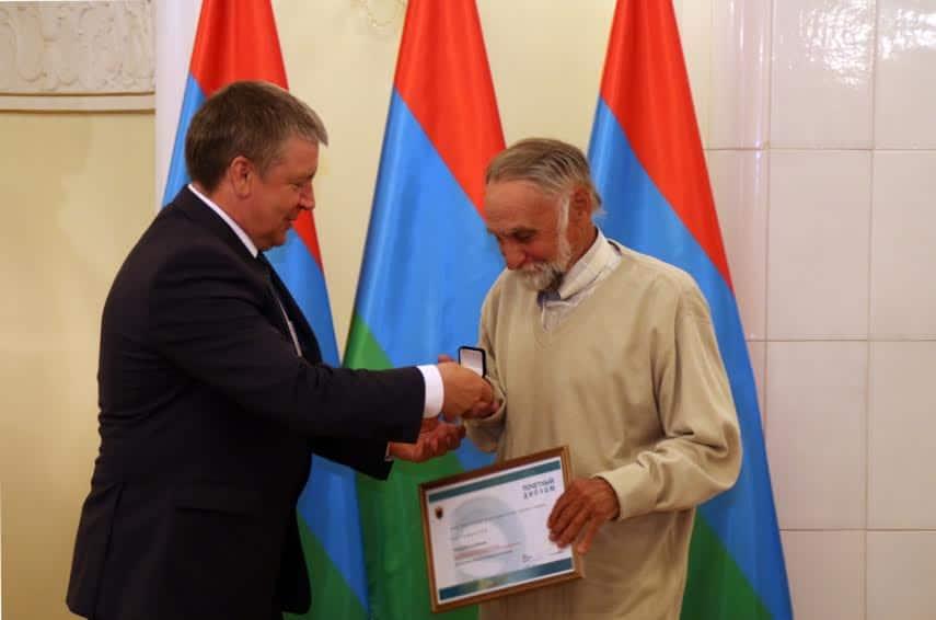 Премию получает Сергей Сергеев