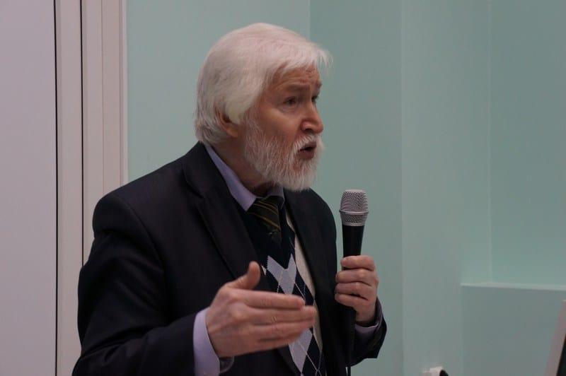 Вячеслав Яковлев на лекции. Фото Ирины Ларионовой