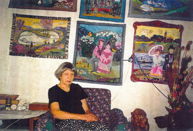 Марина Старченко и ее лоскутные картины. Фото из архива В.П. Орфинского