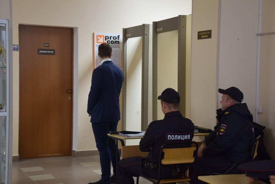 Все участники республиканского августовского педсовета в Петрозаводске должны были пройти через миноискатель