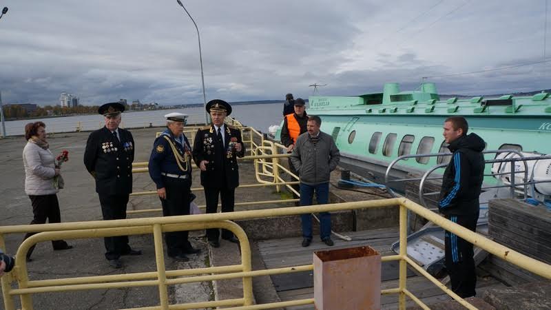 Участники акции отправляются к комете, которая доставила их на предположительное место трагедии недалеко от Ивановских островов