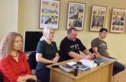 6 ноября 2013 года. Ирина Мамаева, Яна Жемойтелите, Дмитрий Новиков и Александр Бушковский (слева направо) провозглашают манифест новой северной прозы