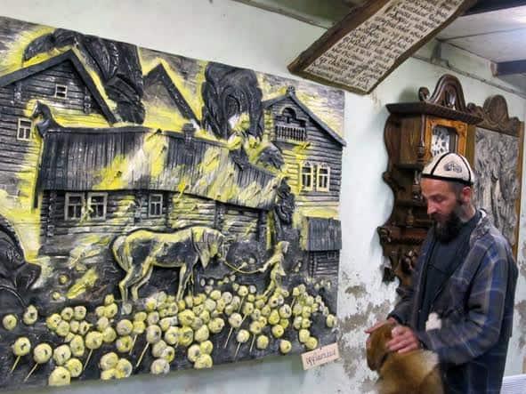 Иван Иванович у одной из любимых своих работ, названной «Одуванчики»