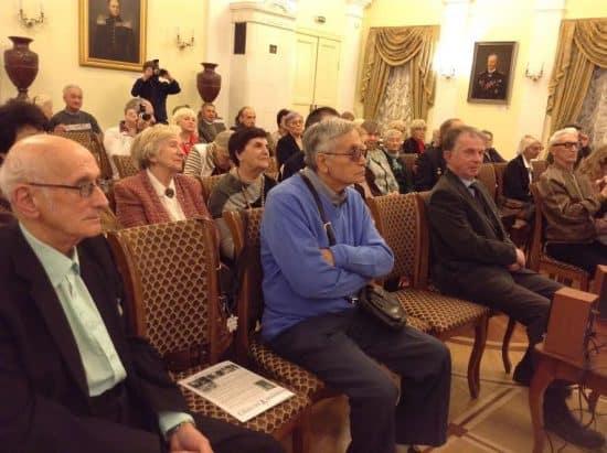 Григорий Фукс (в центре). Справа его друг Адольф Островский, один из организаторов вечера