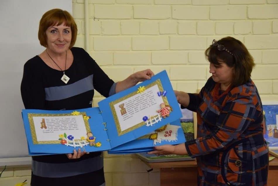 Рукотворные книги, выполненные учителями и детьми