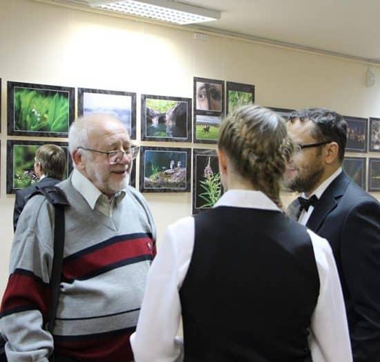 В кулуарах пленума. Композитор Вячеслав Кошелев (слева)