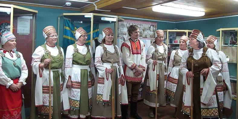 Украшением конференции стало выступление Вепсского народного хора, крайняя справа - Людмила Мелентьева, руководитель коллектива