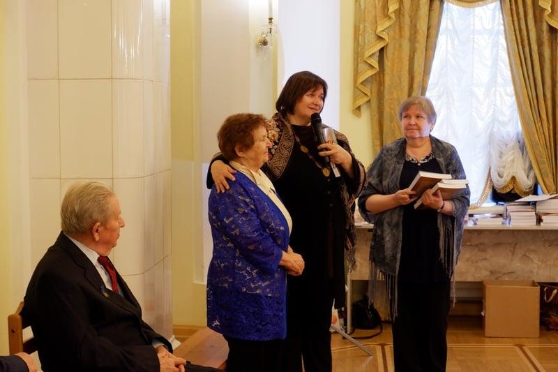 Слева направо: авторы книги Е.М. Морозов, Е. П. Яскеляйнен, Любовь Герасёва и Татьяна Николюкина, соведущая презентации. Фото: Ирина Ларионова