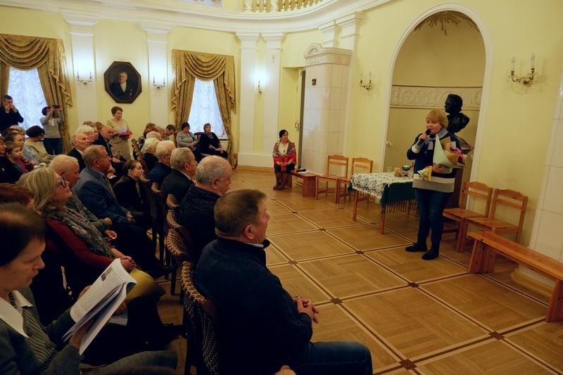 """Поздравления от директора музея """"Кижи"""" Елены Богдановой. Фото: Ирина Ларионова"""
