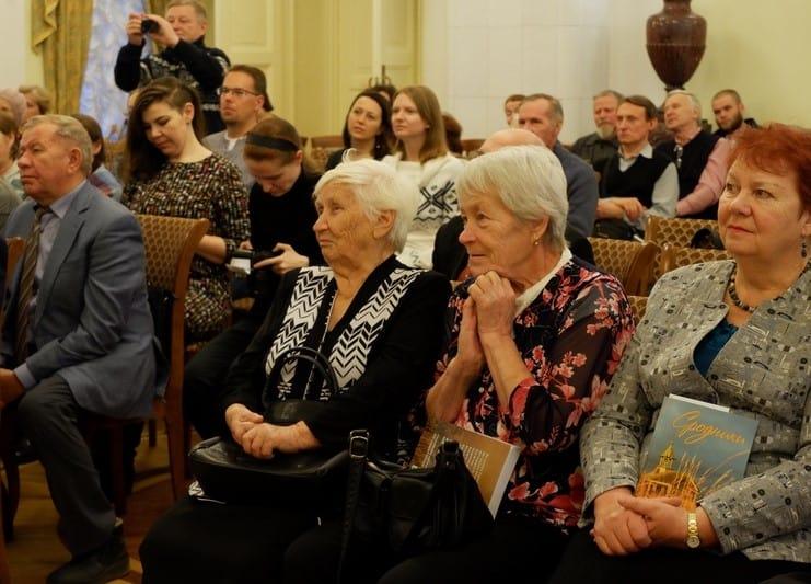 Какие чувства переполняли людей, видно по этим фотографиям. Фото: Ирина Ларионова